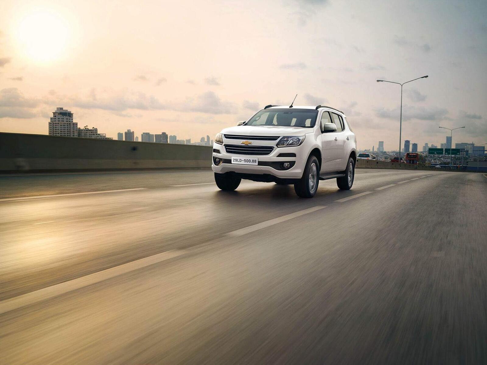 So sánh giá bán của Toyota Fortuner và Chevrolet Trailblazer - Hình 14