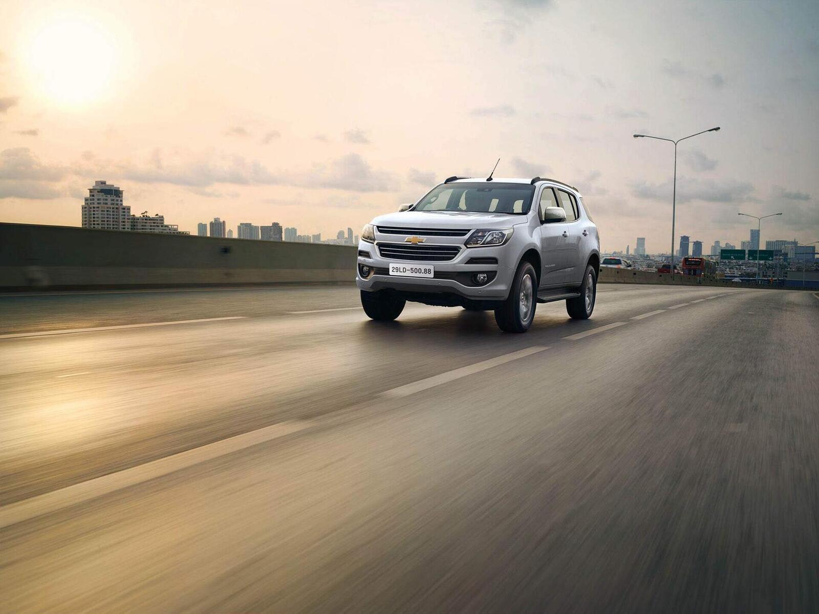 So sánh giá bán của Toyota Fortuner và Chevrolet Trailblazer - Hình 15