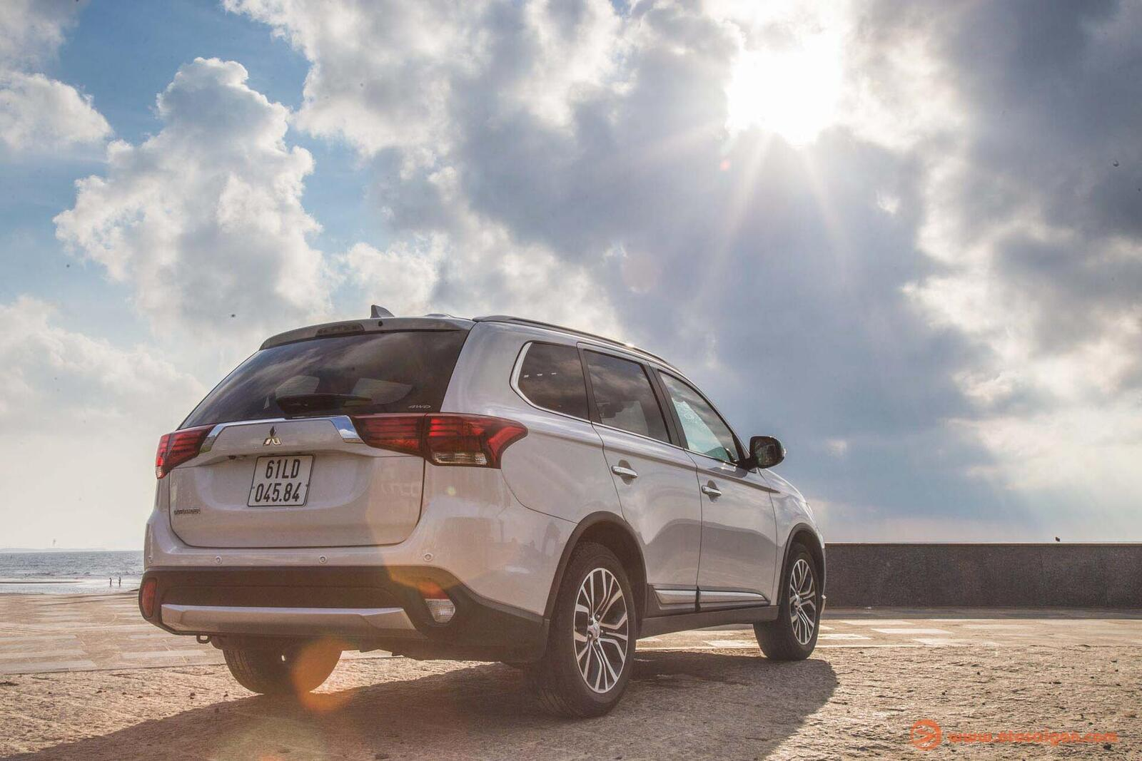 So sánh Hyundai Santa Fe 2019 với các đối thủ trong phân khúc SUV - Hình 16