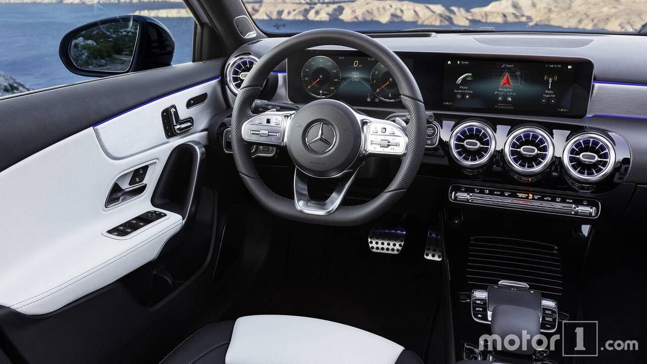 So sánh sự khác biệt giữa Mercedes-Benz A-Class mới và cũ - Hình 15