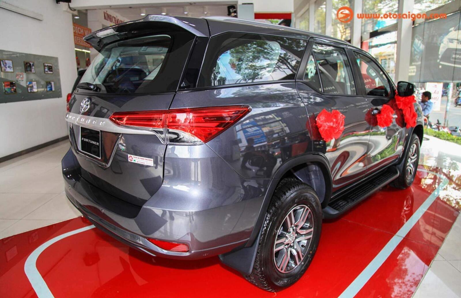 So sánh thông số: Toyota Fortuner và Chevrolet Trailblazer phiên bản thấp nhất - Hình 7