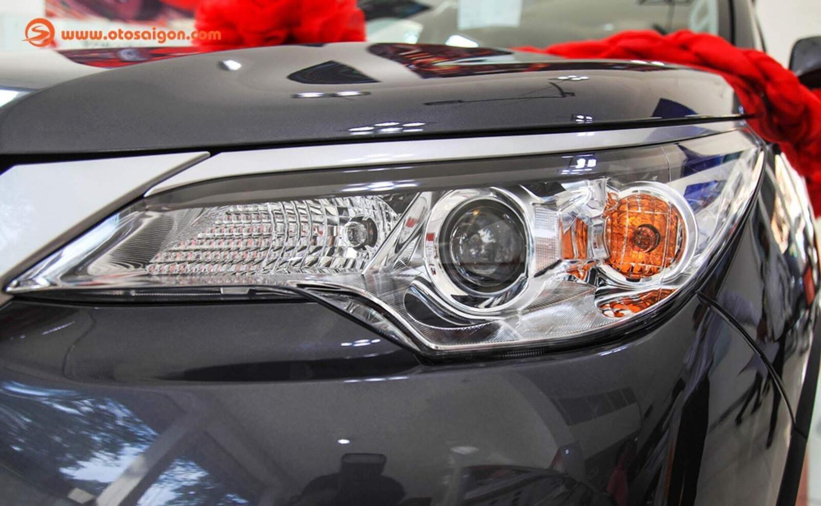 So sánh thông số: Toyota Fortuner và Chevrolet Trailblazer phiên bản thấp nhất - Hình 11