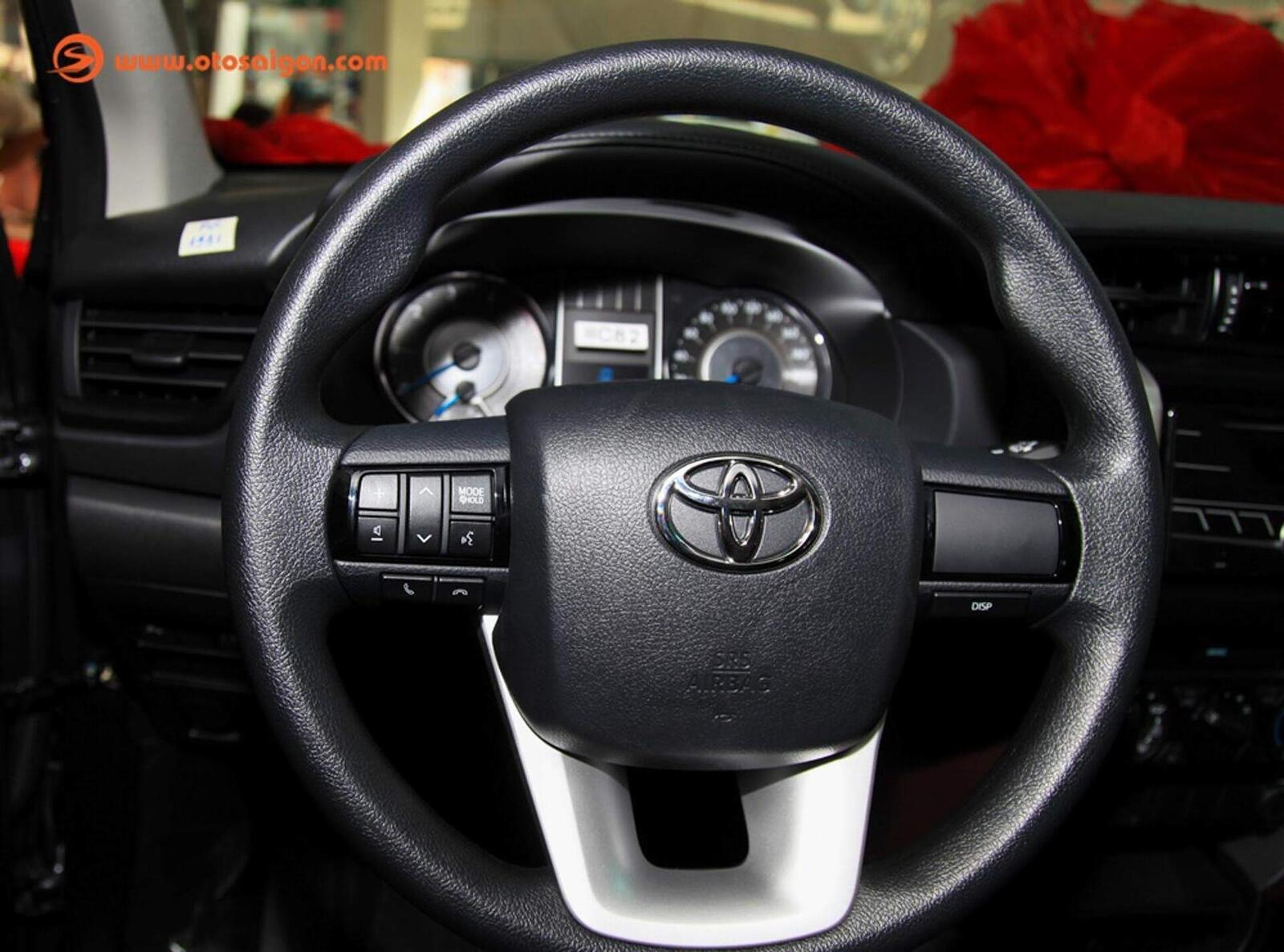 So sánh thông số: Toyota Fortuner và Chevrolet Trailblazer phiên bản thấp nhất - Hình 16