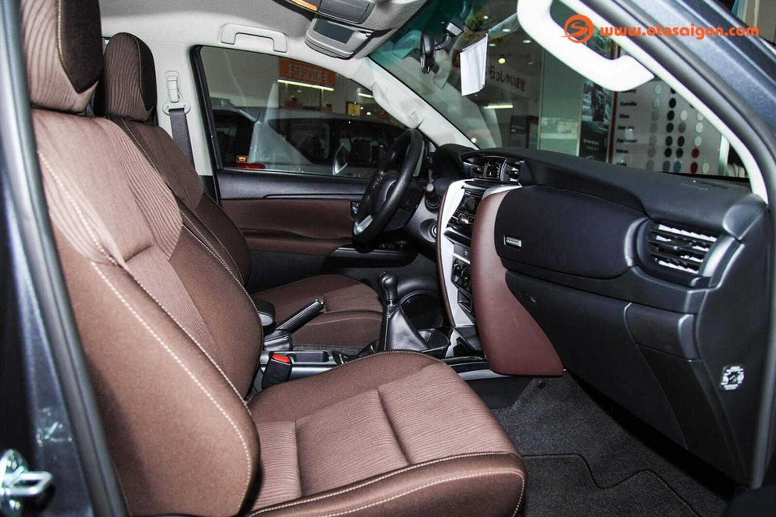 So sánh thông số: Toyota Fortuner và Chevrolet Trailblazer phiên bản thấp nhất - Hình 18