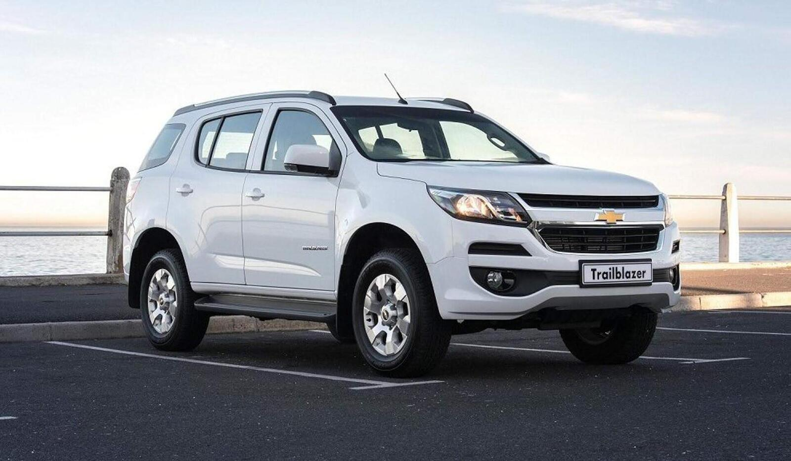 So sánh thông số: Toyota Fortuner và Chevrolet Trailblazer phiên bản thấp nhất - Hình 19