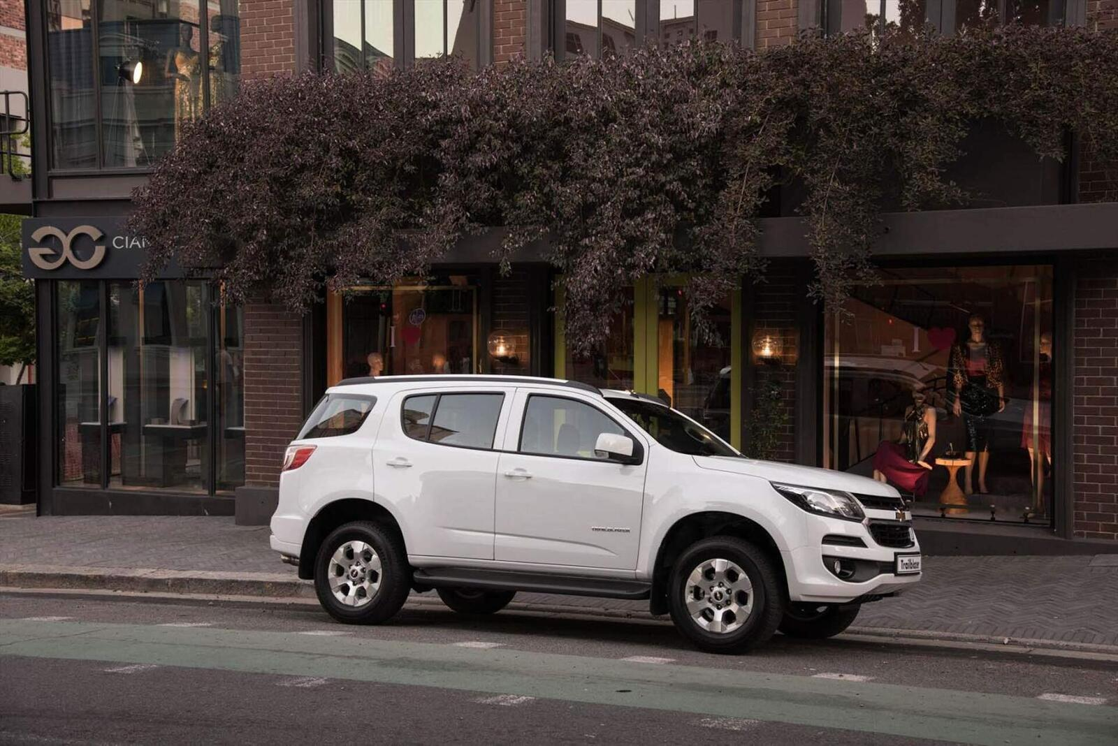 So sánh thông số: Toyota Fortuner và Chevrolet Trailblazer phiên bản thấp nhất - Hình 20