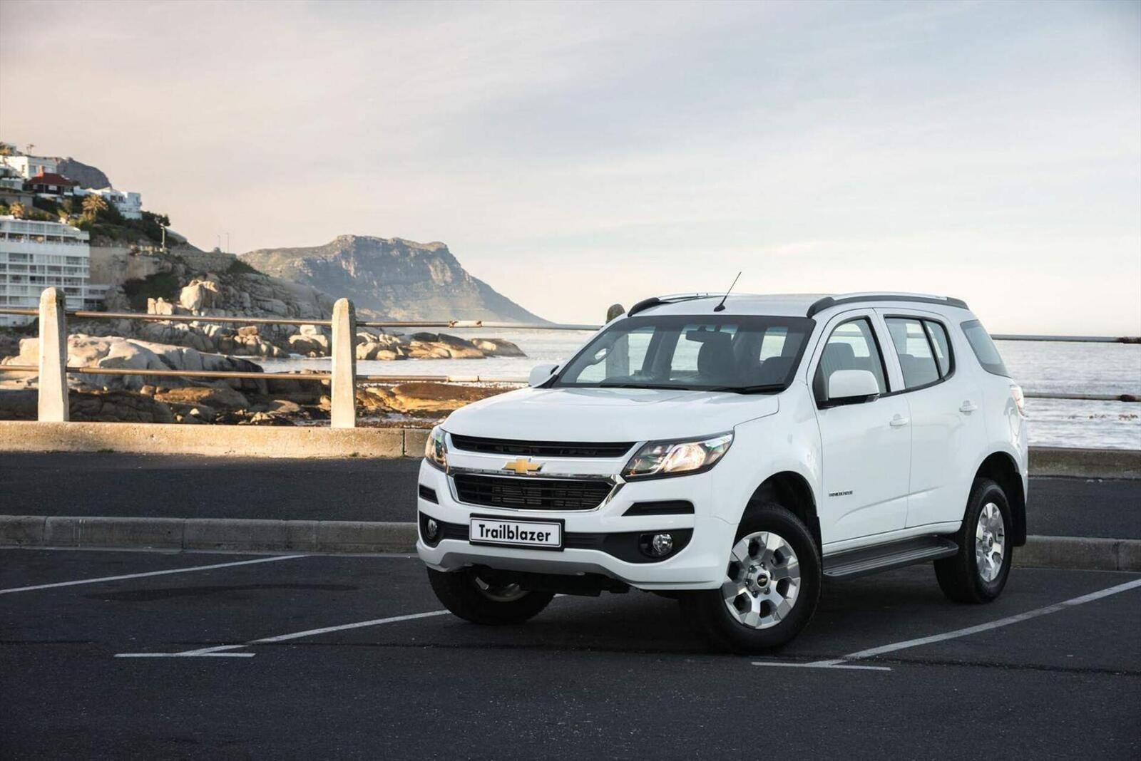 So sánh thông số: Toyota Fortuner và Chevrolet Trailblazer phiên bản thấp nhất - Hình 23