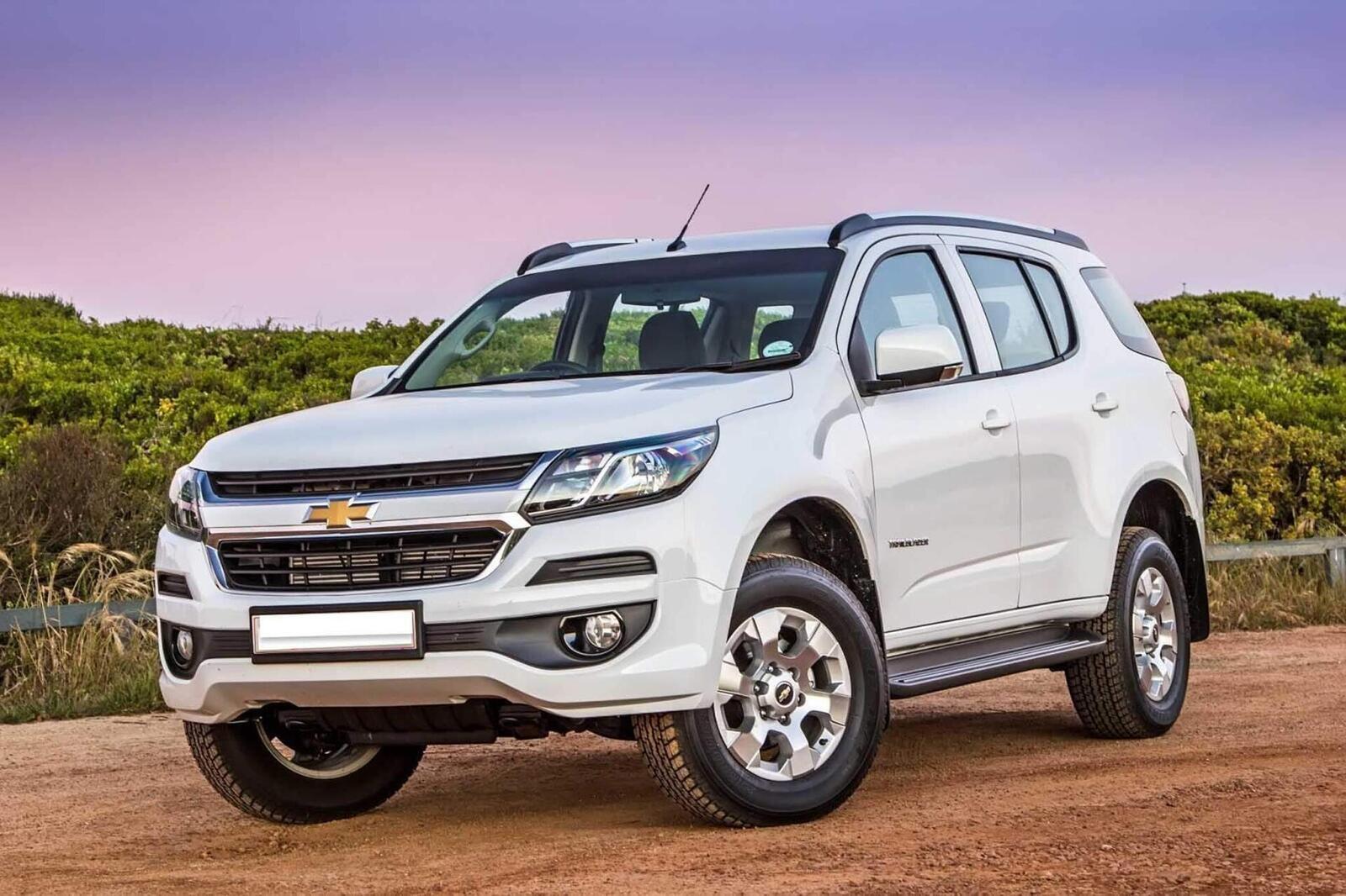 So sánh thông số: Toyota Fortuner và Chevrolet Trailblazer phiên bản thấp nhất - Hình 24
