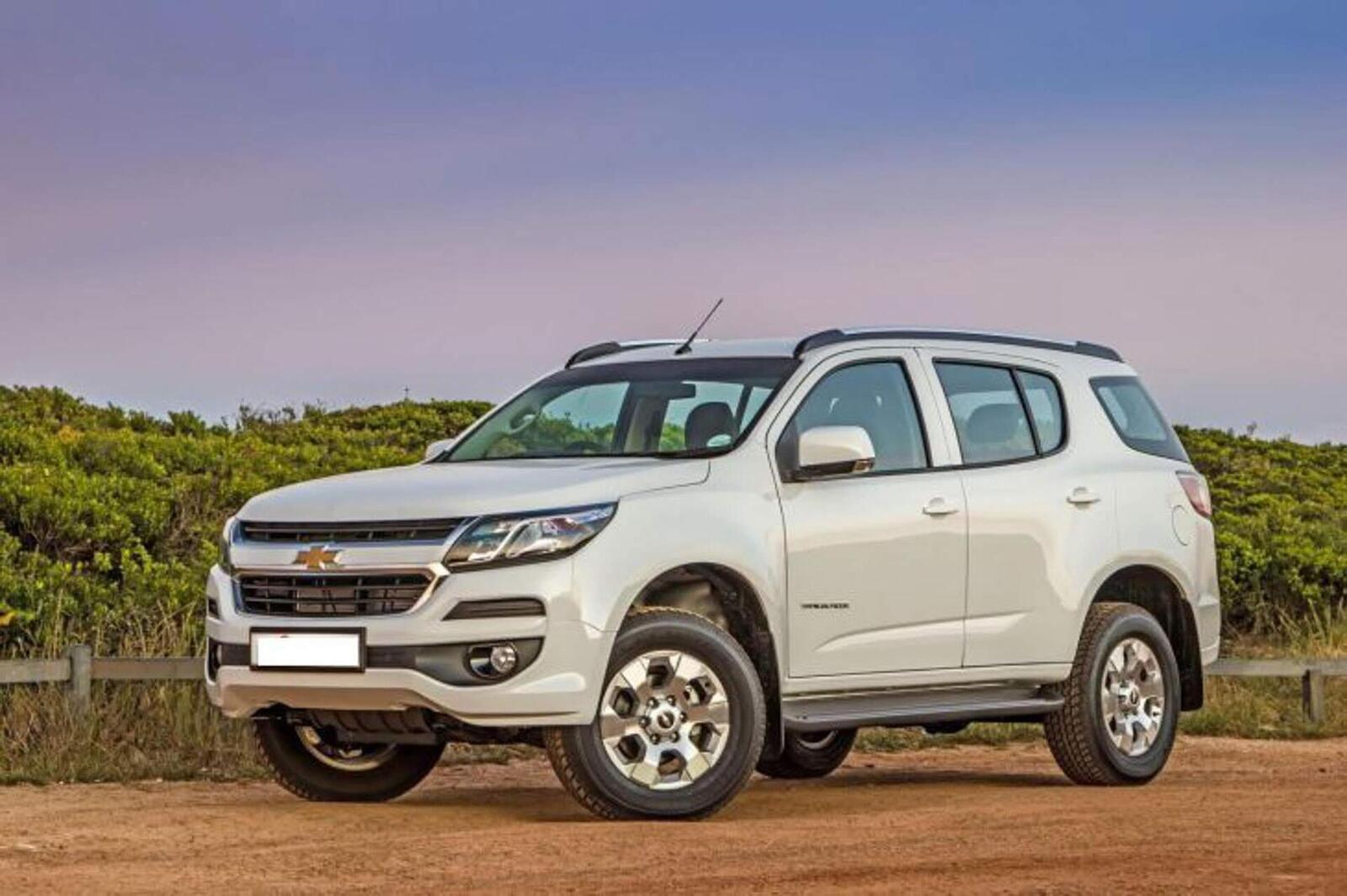 So sánh thông số: Toyota Fortuner và Chevrolet Trailblazer phiên bản thấp nhất - Hình 25