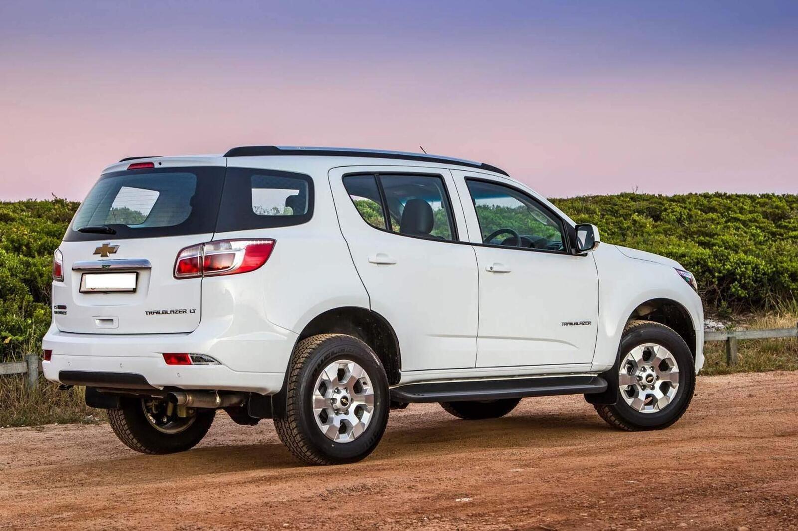 So sánh thông số: Toyota Fortuner và Chevrolet Trailblazer phiên bản thấp nhất - Hình 26