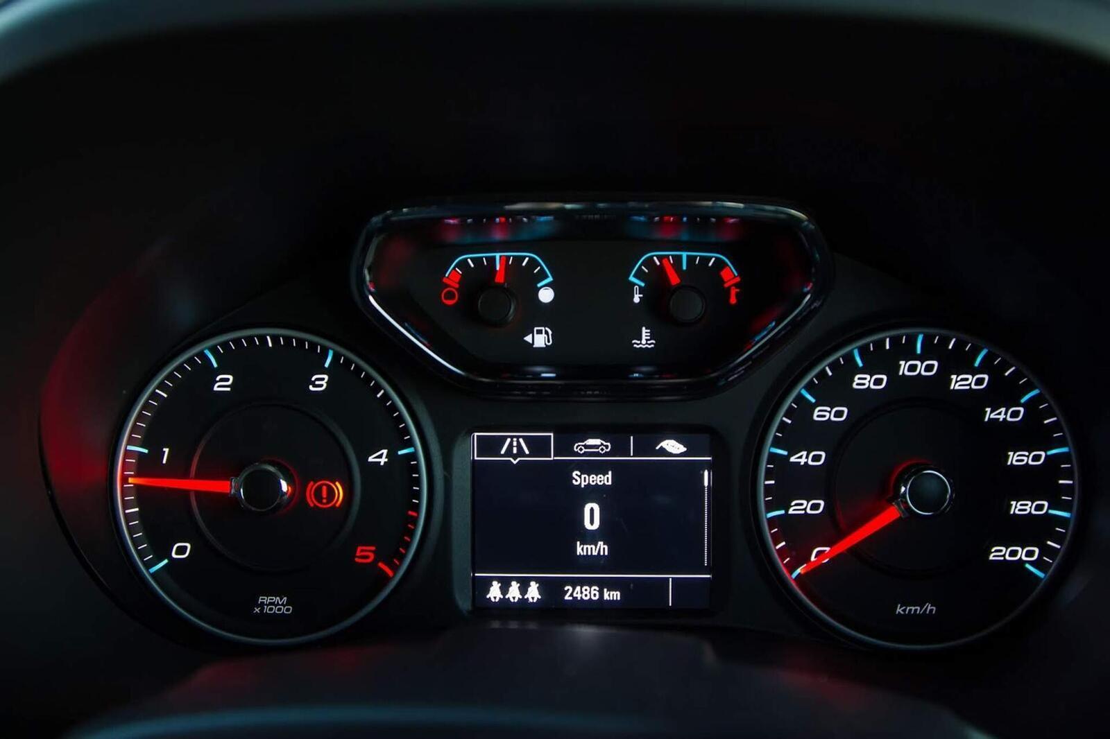So sánh thông số: Toyota Fortuner và Chevrolet Trailblazer phiên bản thấp nhất - Hình 28