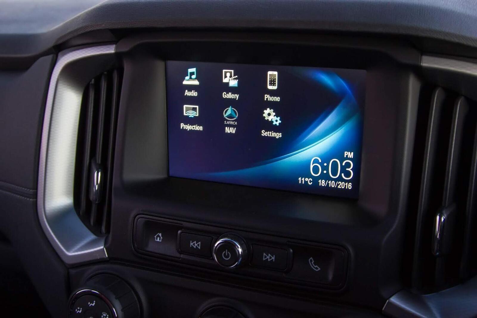 So sánh thông số: Toyota Fortuner và Chevrolet Trailblazer phiên bản thấp nhất - Hình 29