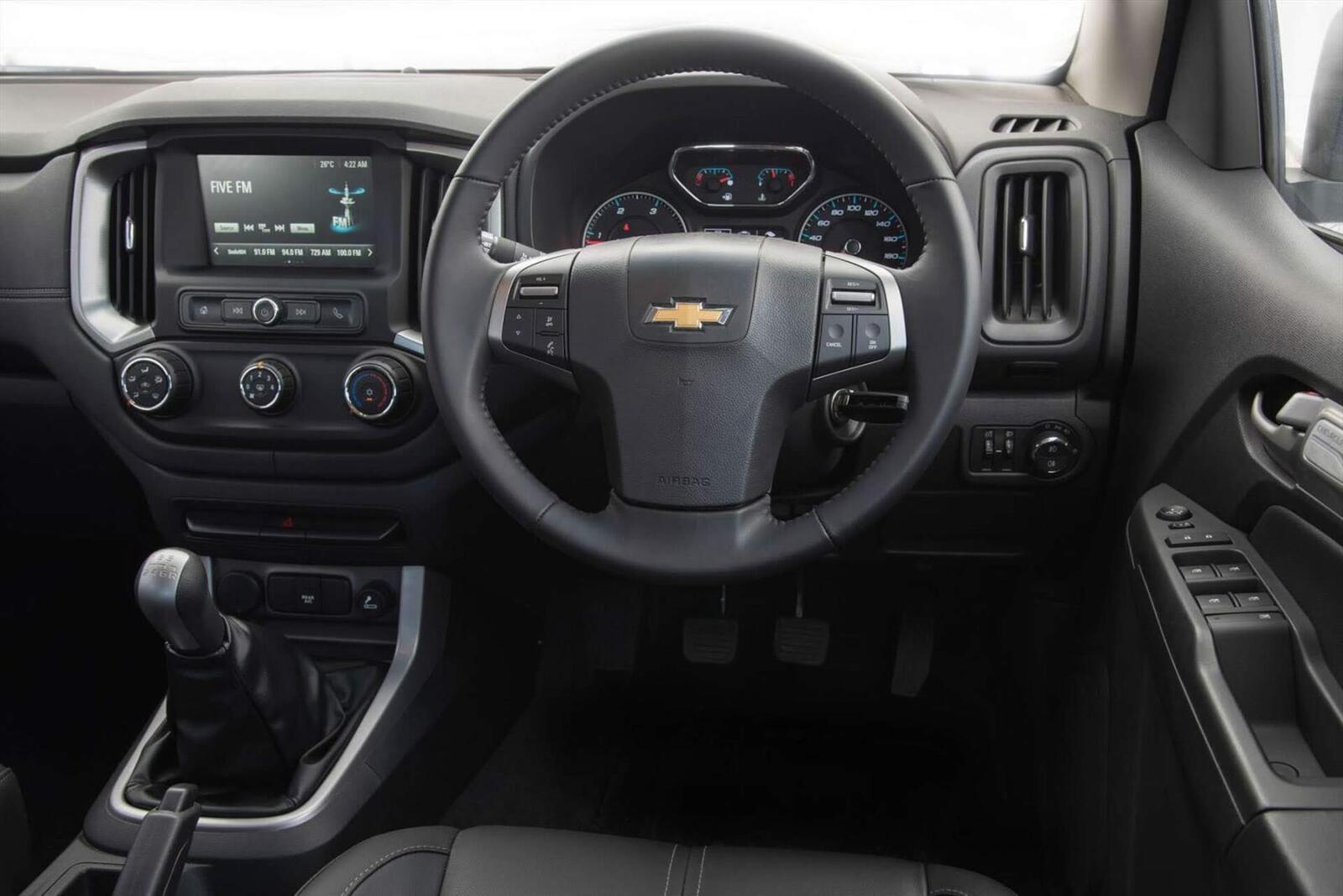 So sánh thông số: Toyota Fortuner và Chevrolet Trailblazer phiên bản thấp nhất - Hình 30