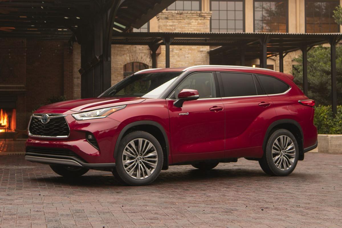 so-sanh-toyota-rav4-hybrid-voi-toyota-highlander-hybrid-1.jpg