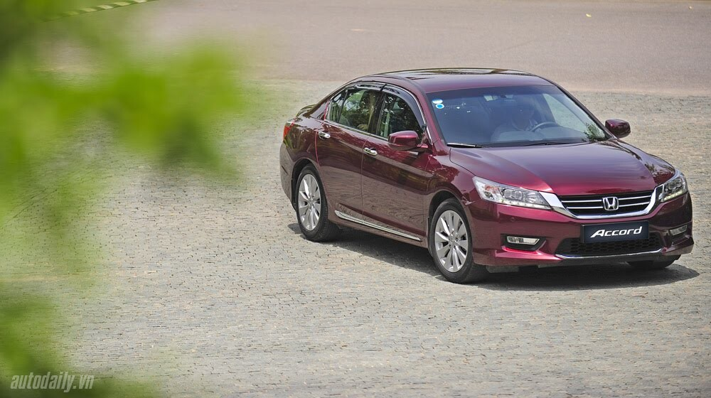 Sức hấp dẫn từ Honda Accord 2014, giá 1,47 tỷ đồng - Hình 5