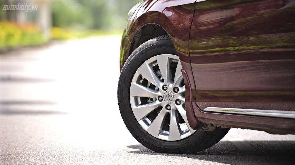 Sức hấp dẫn từ Honda Accord 2014, giá 1,47 tỷ đồng - Hình 6