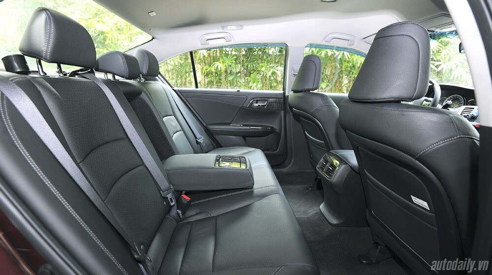 Sức hấp dẫn từ Honda Accord 2014, giá 1,47 tỷ đồng - Hình 20