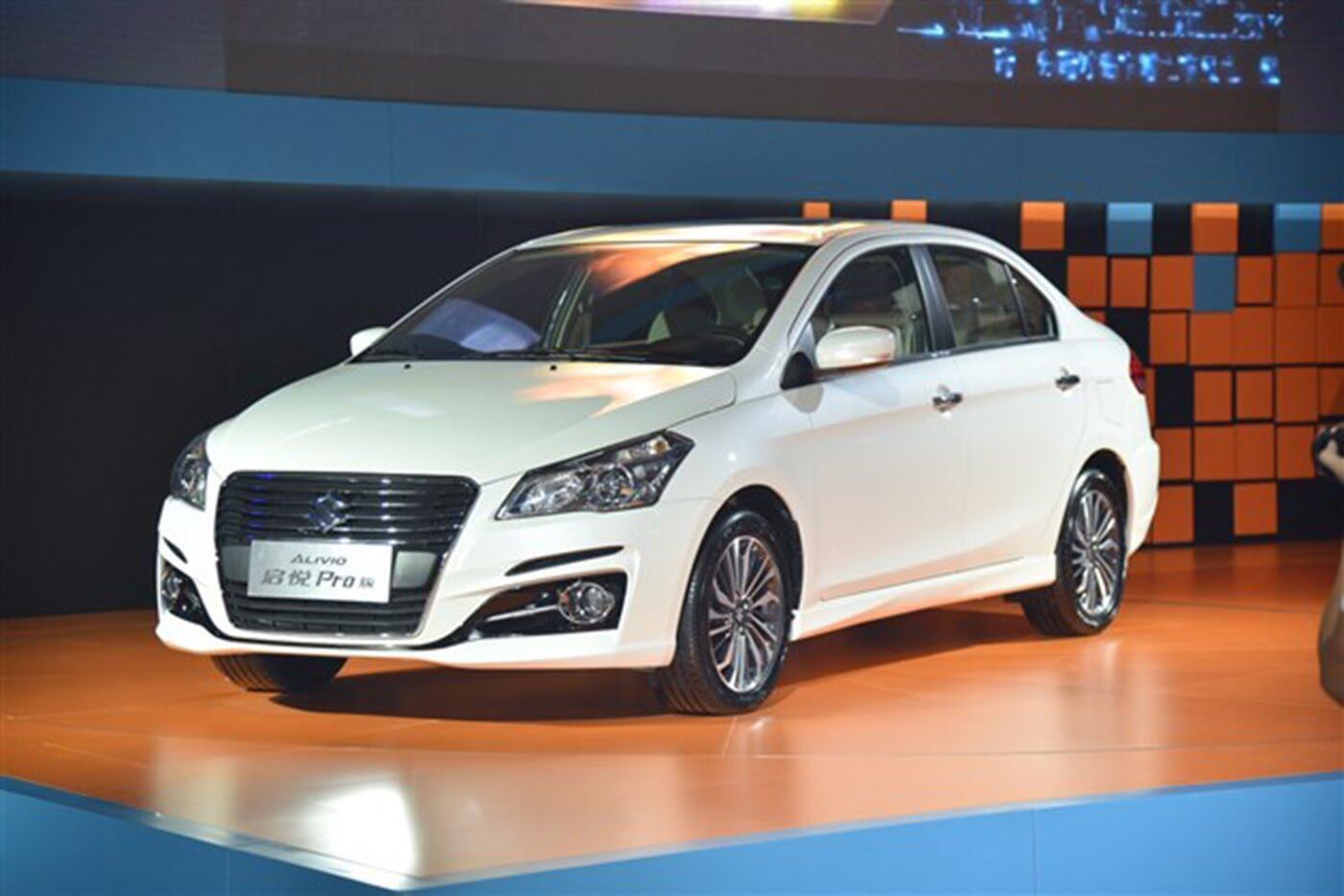 Suzuki Ciaz bản nâng cấp chính thức lộ diện - Hình 2
