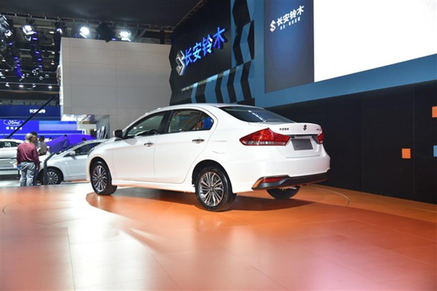 Suzuki Ciaz bản nâng cấp chính thức lộ diện - Hình 4