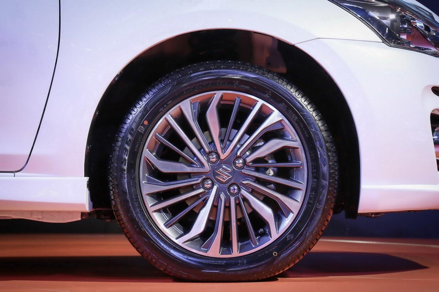 Suzuki Ciaz bản nâng cấp chính thức lộ diện - Hình 6