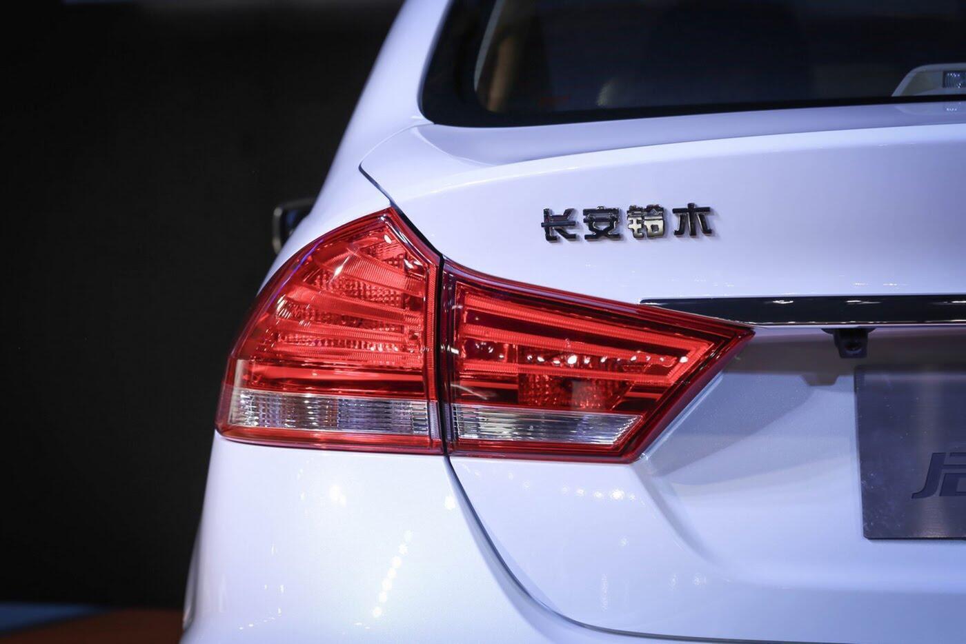 Suzuki Ciaz bản nâng cấp chính thức lộ diện - Hình 7