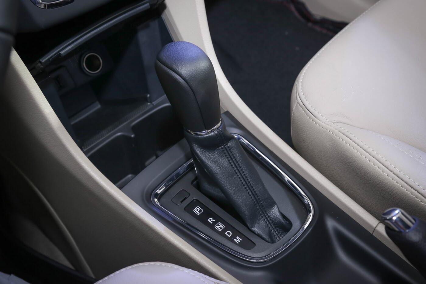 Suzuki Ciaz bản nâng cấp chính thức lộ diện - Hình 9