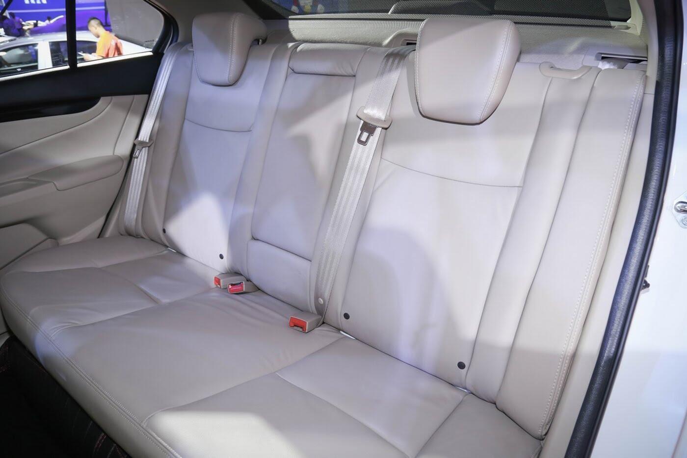 Suzuki Ciaz bản nâng cấp chính thức lộ diện - Hình 10