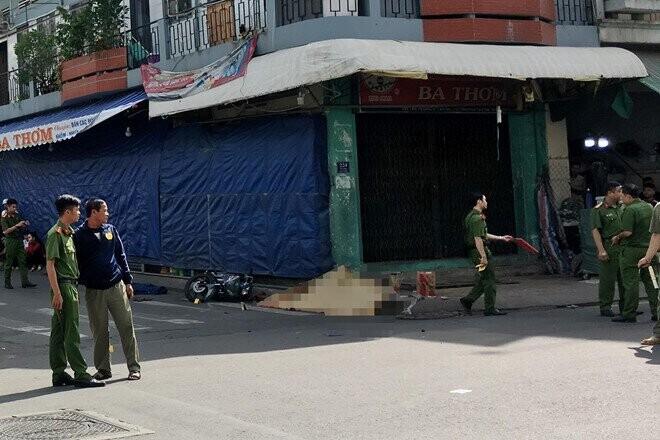 Hiện trường vụ tai nạn tại giao lộ Tân Hương - Võ Công Tôn. Ảnh: Nguyễn Huy.