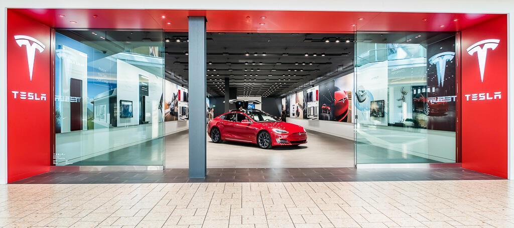 Tesla sẽ chỉ bán xe online, đang dần đóng các cửa hàng - Hình 1