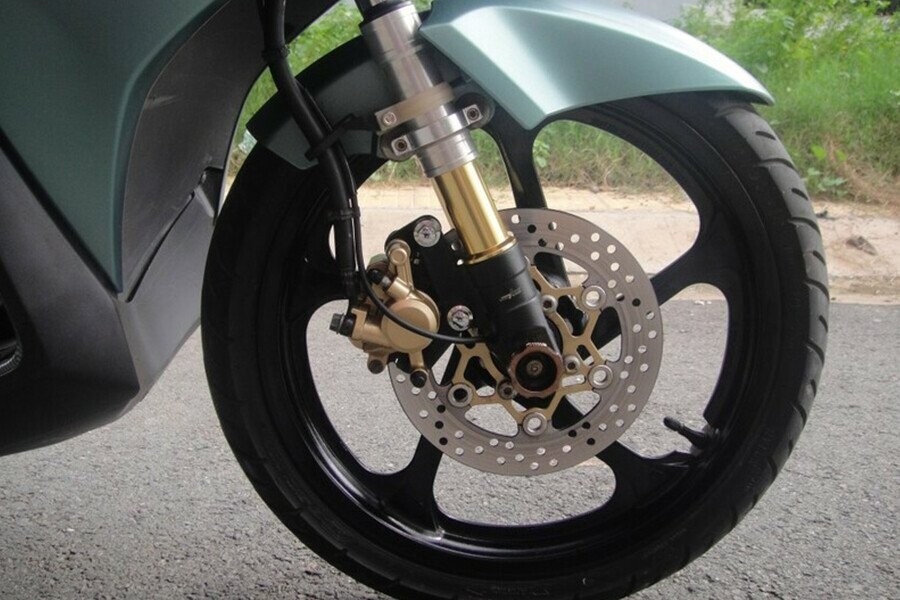 Thay lốp xe máy