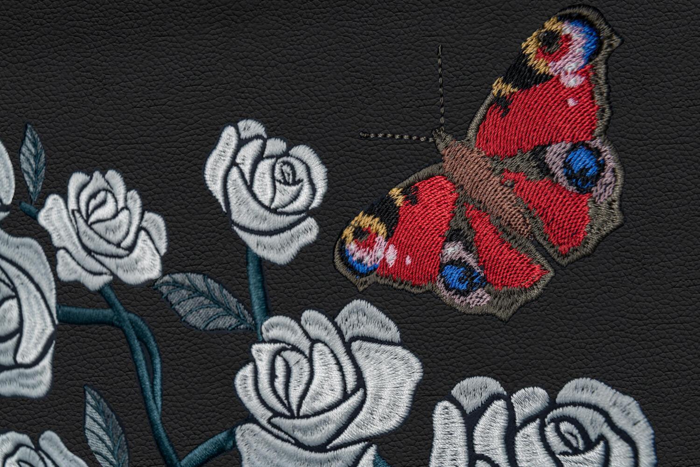 the-rose-phantom-chiec-phantom-hoa-hong-voi-trieu-mui-theu