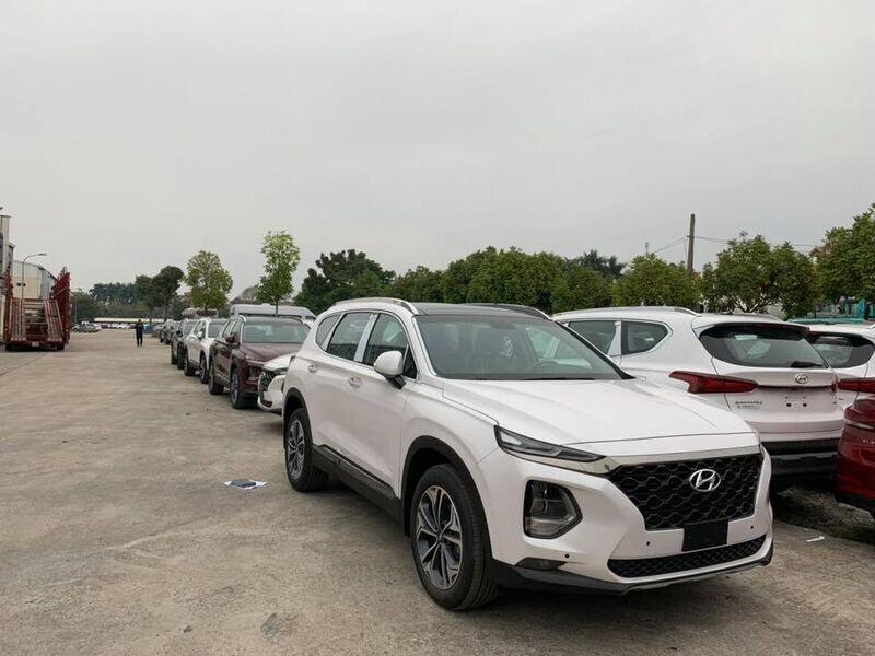 """Thêm nhiều đại lý """"khoe có"""" Hyundai Santa Fe 2019 - Hình 1"""