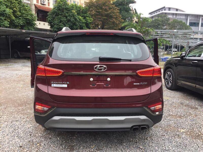 """Thêm nhiều đại lý """"khoe có"""" Hyundai Santa Fe 2019 - Hình 2"""