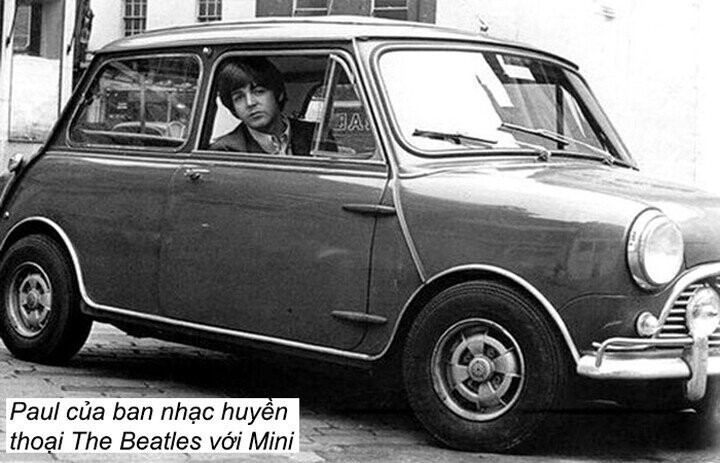 The Beatles với chiếc Mini