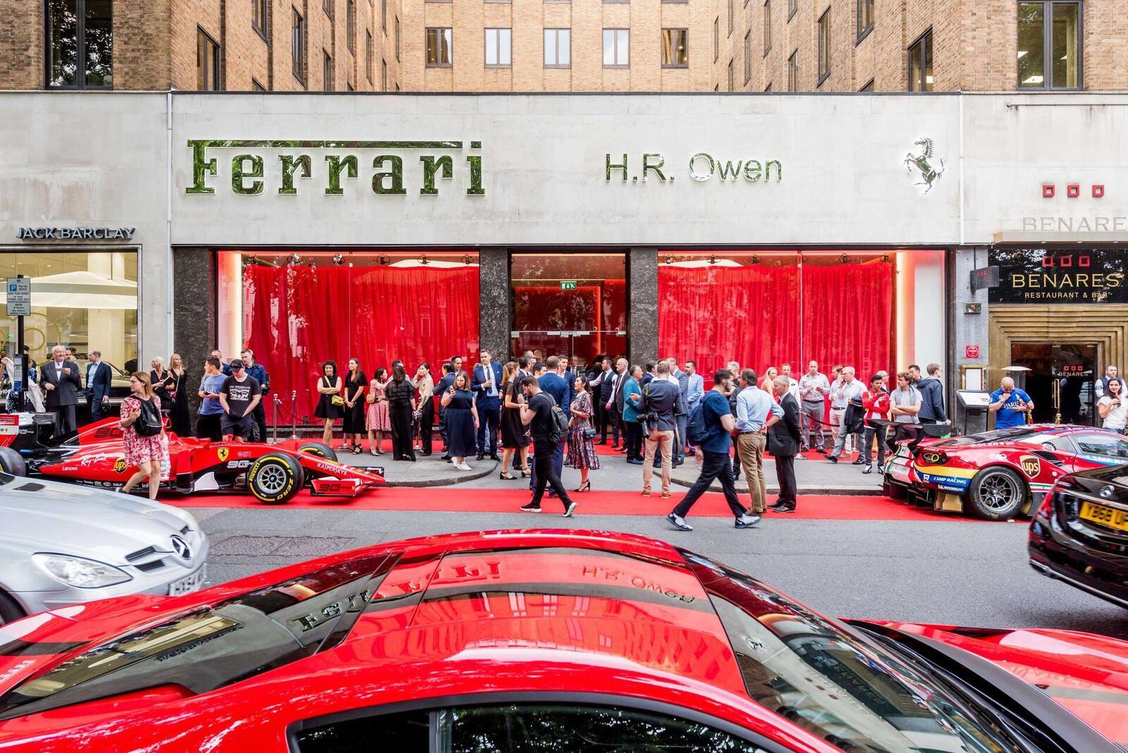 Giới nhà giàu đang khiến các hãng xe sang quay cuồng