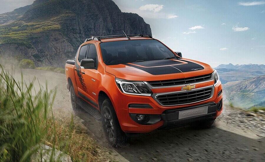 Mạnh mẽ vượt trội – Phong trần và cá tính. Chevrolet Colorado Storm sở hữu diện mạo rắn rỏi hơn với thiết kế cá tính và đậm chất thể thao