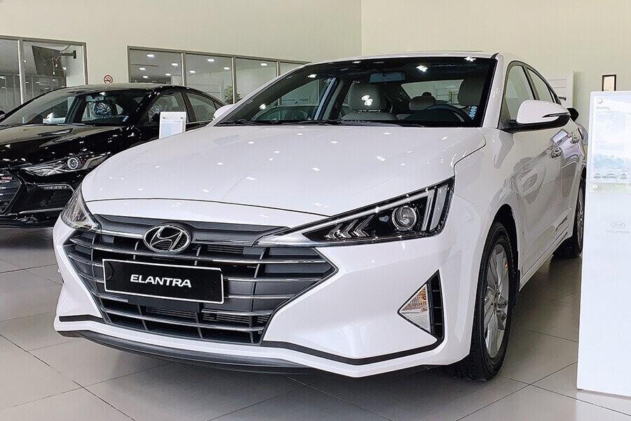 Hyundai Elantra 1.6 MT 2020: Giá Bán + Ưu Đãi Cực Khủng