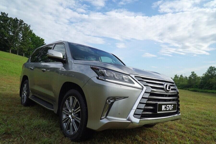 Lexus LX 570 2019 là chiếc SUV hạng sang có thiết kế sang trọng