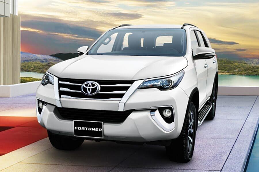 Tổng quan Toyota Fortuner 2018 2.4 4x2 AT - Hình 1