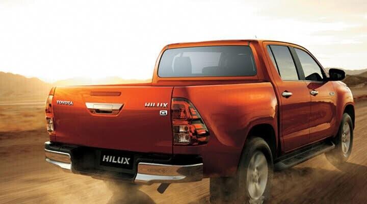 Đường dập nổi và bề mặt lượn sóng ở hông xe được tiếp nối ở phần đuôi xe, tạo nên tổng thể cân đối, hài hòa và liền mạch