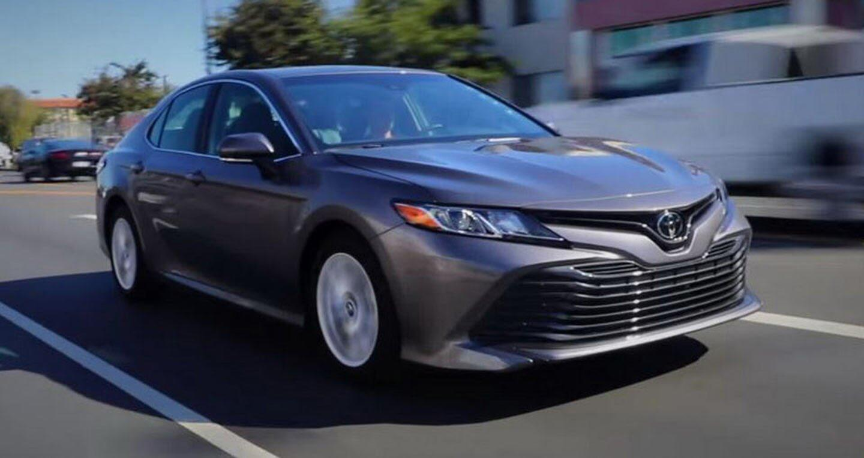 Toyota Camry 2018 vẫn là một lựa chọn hoàn hảo - Hình 1