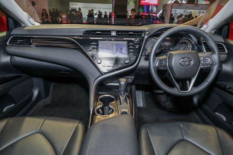 toyota-camry-the-he-moi-co-the-ve-thi-truong-viet-trong-nam-2019-3.jpg