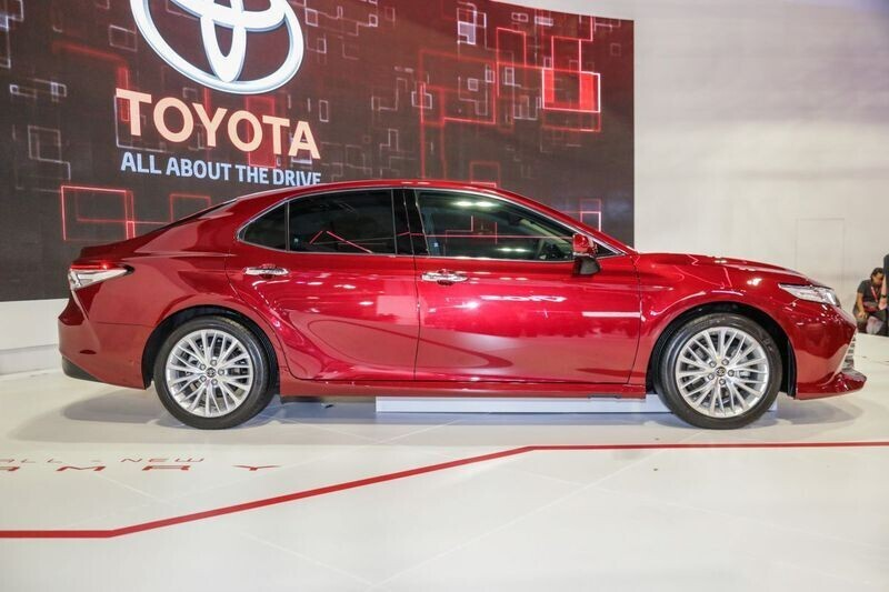 toyota-camry-the-he-moi-co-the-ve-thi-truong-viet-trong-nam-2019-4.jpg