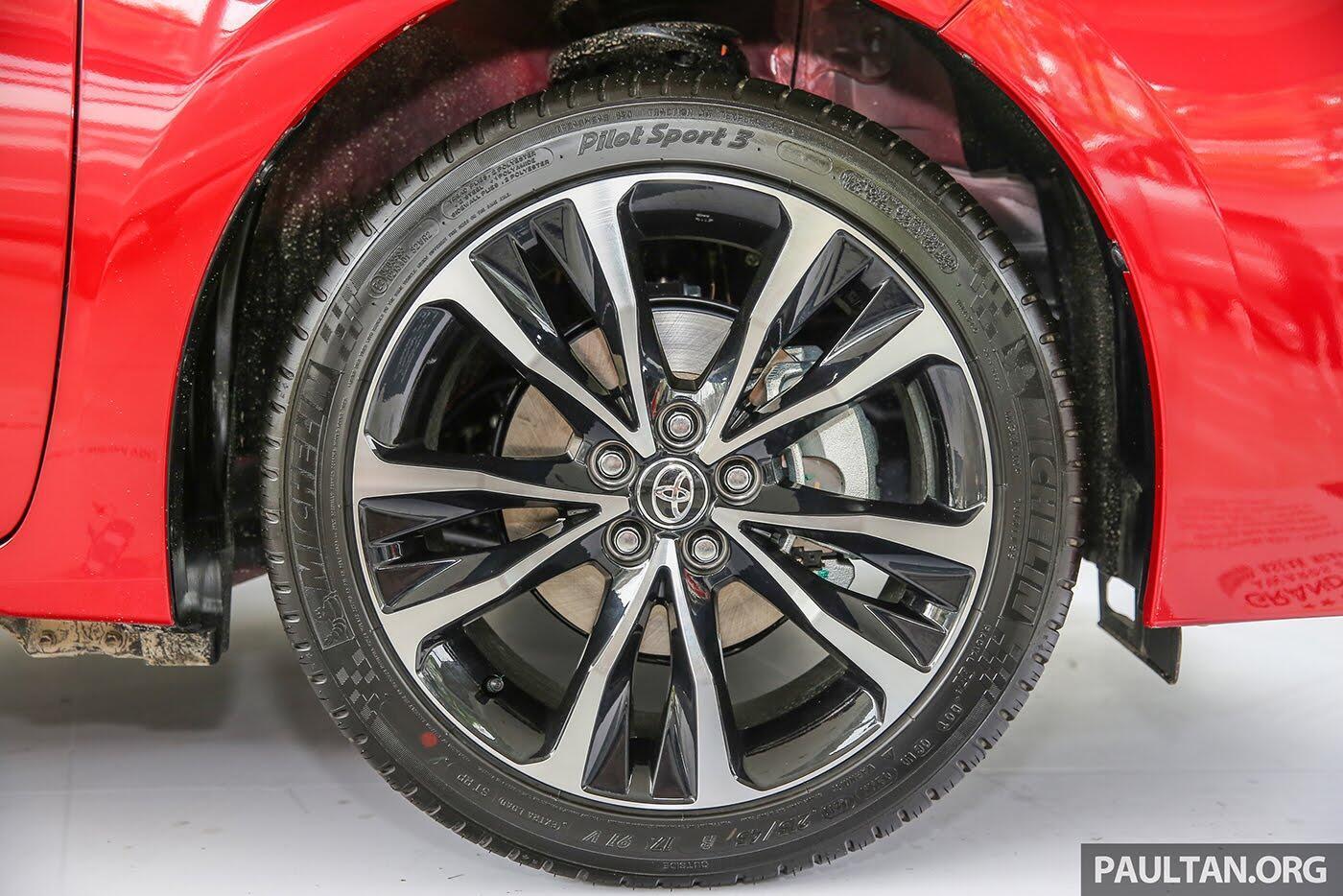 """Toyota Corolla Altis 2017 được trang bị thêm """"đồ chơi"""" cực chất - Hình 4"""