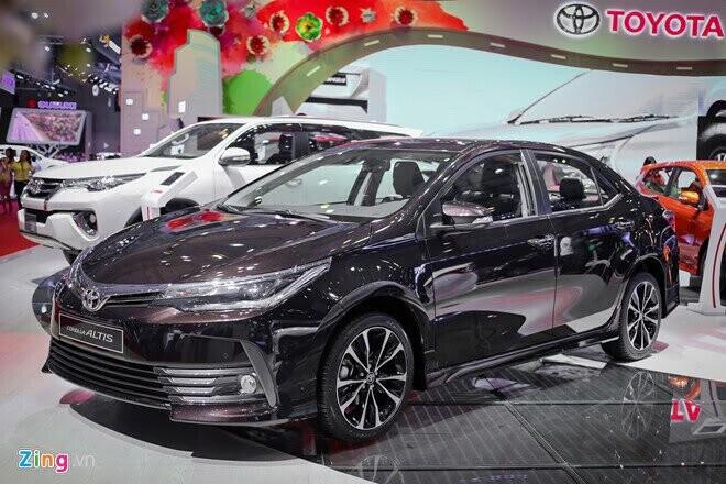Toyota Corolla Altis 2017 giá từ 702 triệu đồng tại Việt Nam - Hình 1