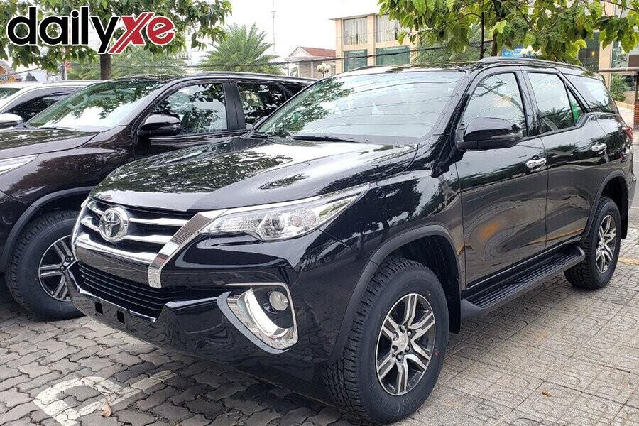 Toyota Fortuner - Hình 2