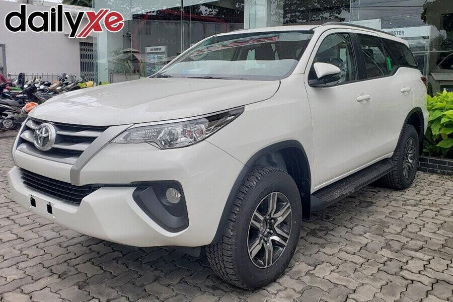 Toyota Fortuner - Hình 3