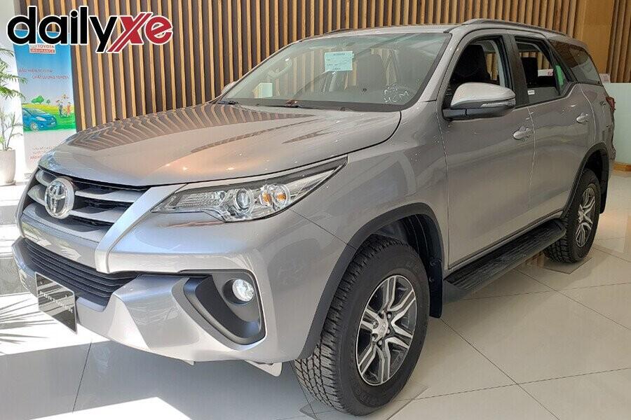 Toyota Fortuner - Hình 4