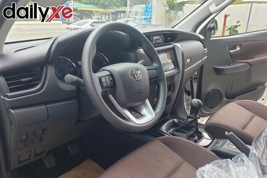 Toyota Fortuner - Hình 5