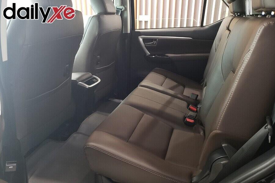Toyota Fortuner - Hình 8